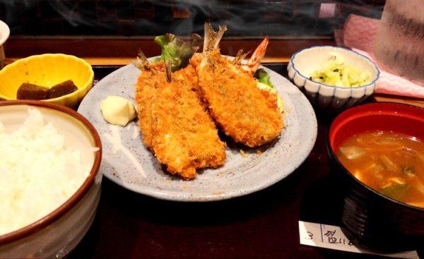 私は八百玉定食の「三河鶏のじゃが芋煮」と「いわしフライと海老フライ定食」、どちらにするかでものすごーく悩みましたが、結局大好きないわしを選択することに決めました!!
