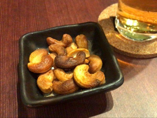 Indian Cuisine & Bar Kagura(インディアンキュイジーヌ&バー カグラ) お通しのカシューナッツ