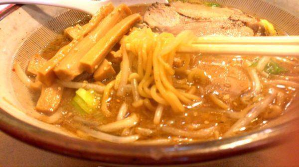 手打ちラーメン 喜らく 味噌ラーメン 麺は太目