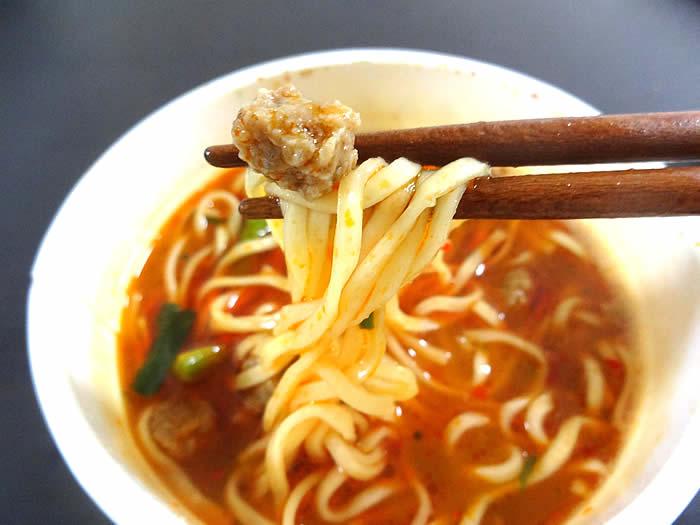 味仙の台湾ラーメンカップ麺の謎肉