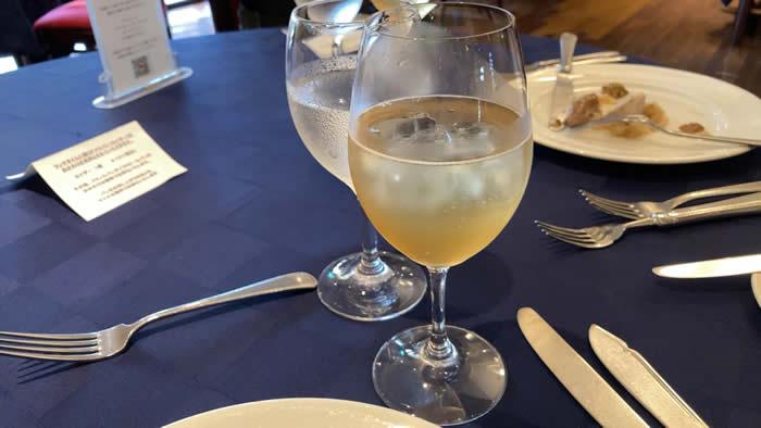 ツァ・ディーレランチ シャルドネジュースの炭酸割